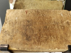 A temporary headstone made by a British soldier