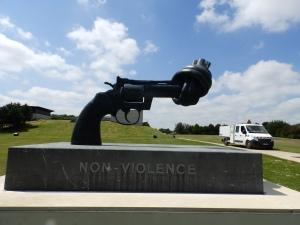 Fredrik Reuterswärd´s sculpture 'Non-violence'